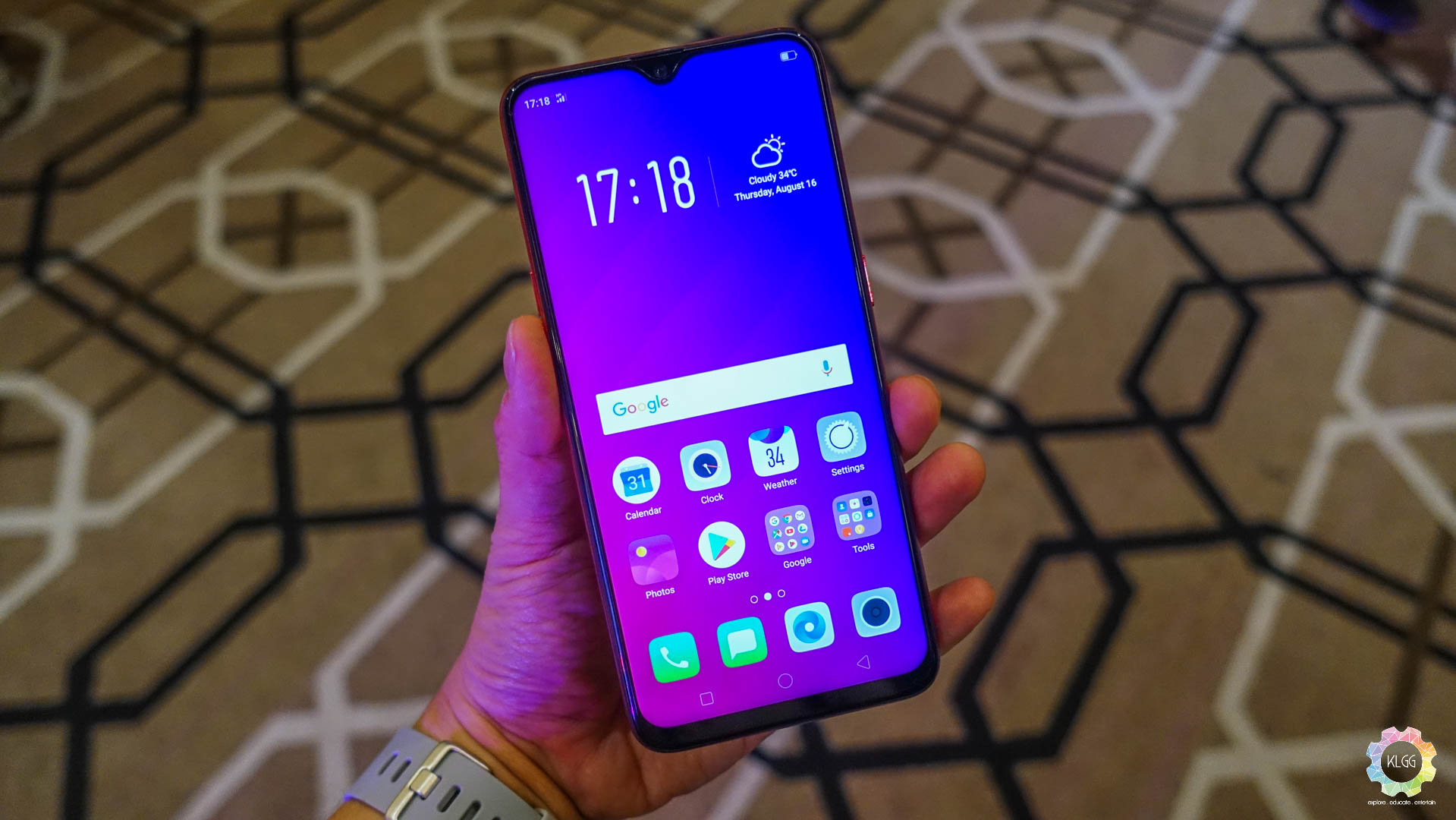 Oppo F9 is now open for pre-orders with a price of RM1,399 1