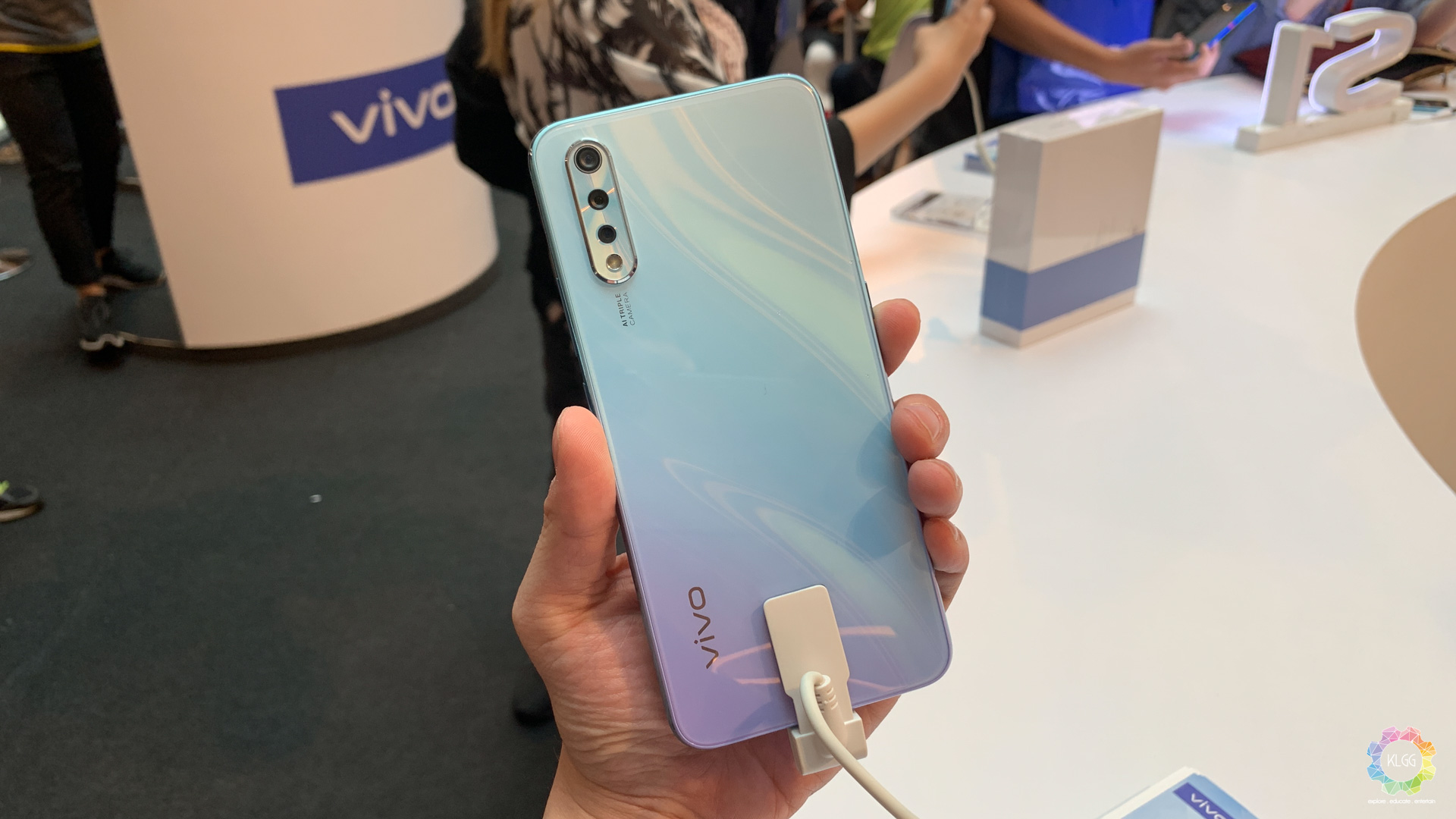 Get the latest Vivo S1 at RM1 by signing up for the Maxis OnePlan 158 1