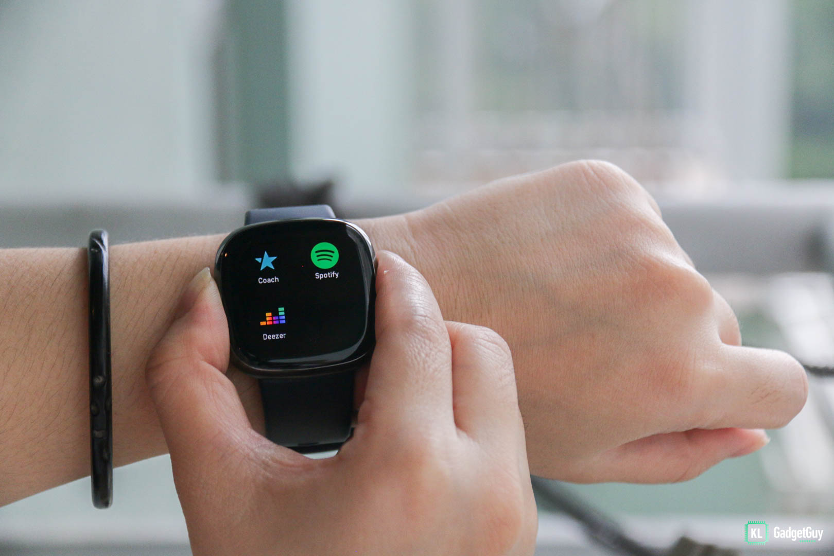 Fitbit Sense Review:Advanced health tools in an ordinary smartwatch 11
